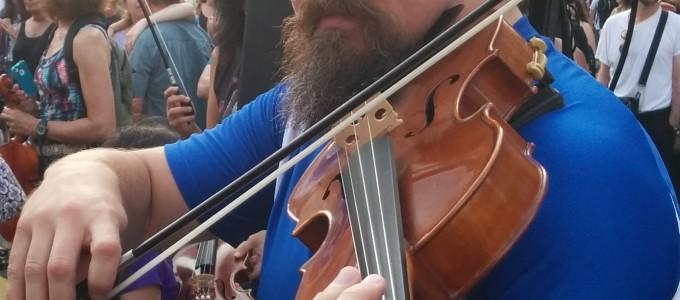 Ben Plays Viola - Yonge Dundas Square - 1000 Strings